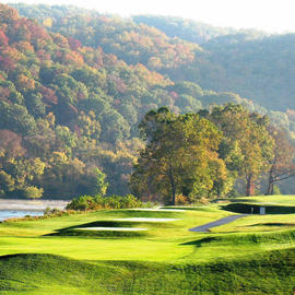 The Beautiful Pete Dye River Course Located In Radford Virginia Is Sure To Meet Your Golfing And Dining Needs Clubhouse Rests On A Cliff Above New